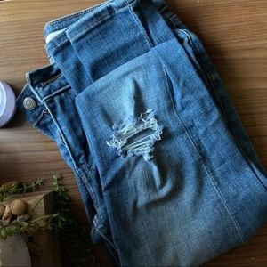 LEVIS - Distressed 535 Super Skinny Jeans